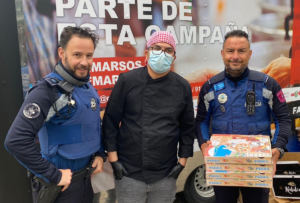 Flipdish's Spanish customer feeding frontline staff with pizza - police image