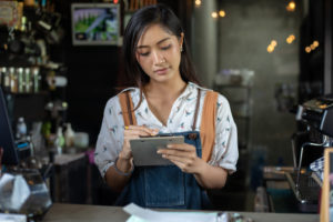 Why restaurants are leaving third-party aggregators - Restaurant worker image