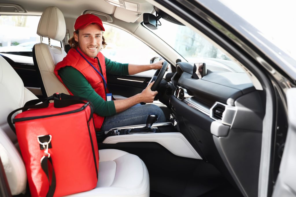 Tips to manage a fleet of restaurant food delivery drivers - Delivery Driver with food order